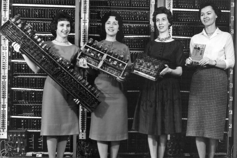 Bilgisayarı ilk bulan kişi onda hangi uygulamayı kullandı